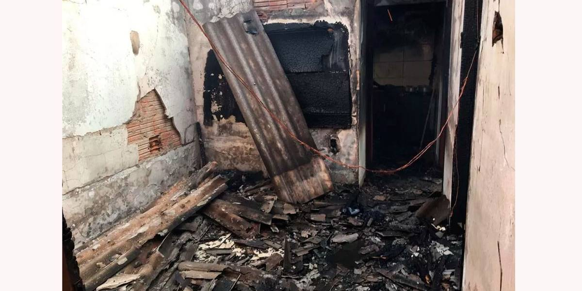Criança de 3 anos brincando com fogo incendeia casa no Mato Grosso