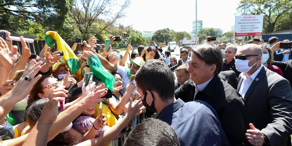 Bolsonaro volta a evitar pergunta sobre repasses de Queiroz à Michelle