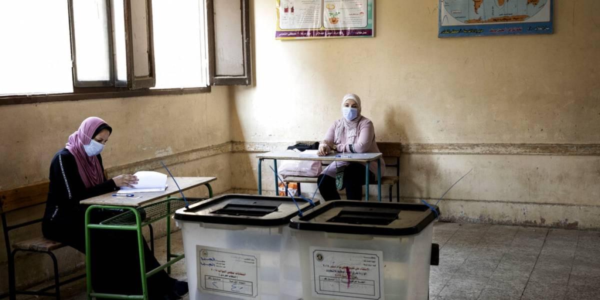 Egipto dice que enjuiciará a 54 millones que no votaron