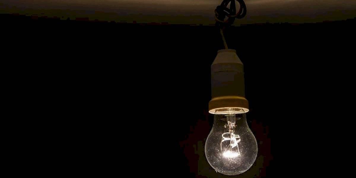 SEC multa con casi $16 mil millones a cinco compañías eléctricas por superar máximo de cortes al año