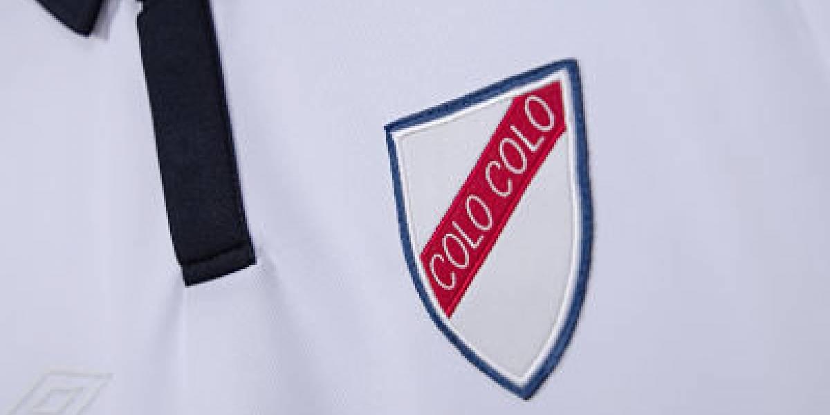 Lanzan camiseta conmemorativa de Colo Colo basada en la primera que usó el club