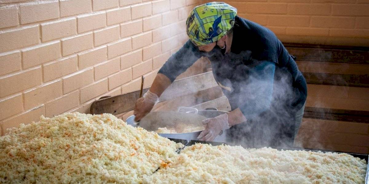 Donan 100 mil almuerzos para las ollas comunes de Bajos de Mena en Puente Alto