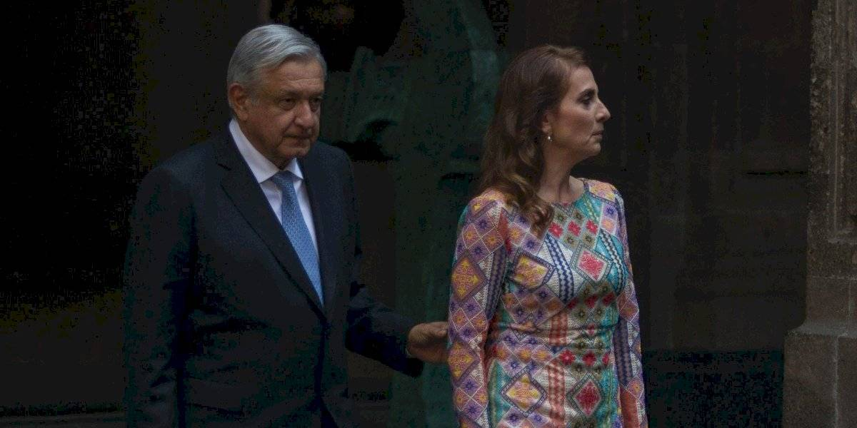 AMLO y Beatriz Gutiérrez buscan registrar sus nombres ante el IMPI