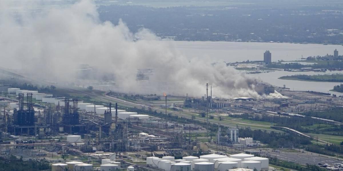 Arde fábrica de cloro tras paso del huracán Laura por Luisiana