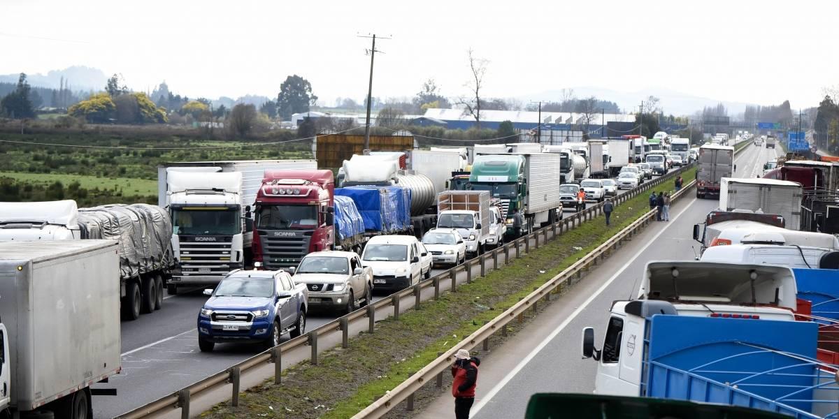 """División entre los camioneros: """"Hoy no se puede parar el país con lo poco que está trabajando la gente"""""""