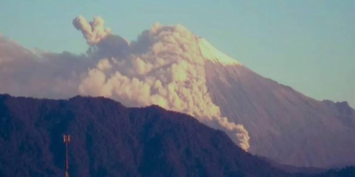 Alertan posible caída de ceniza del volcán Sangay en Chimborazo
