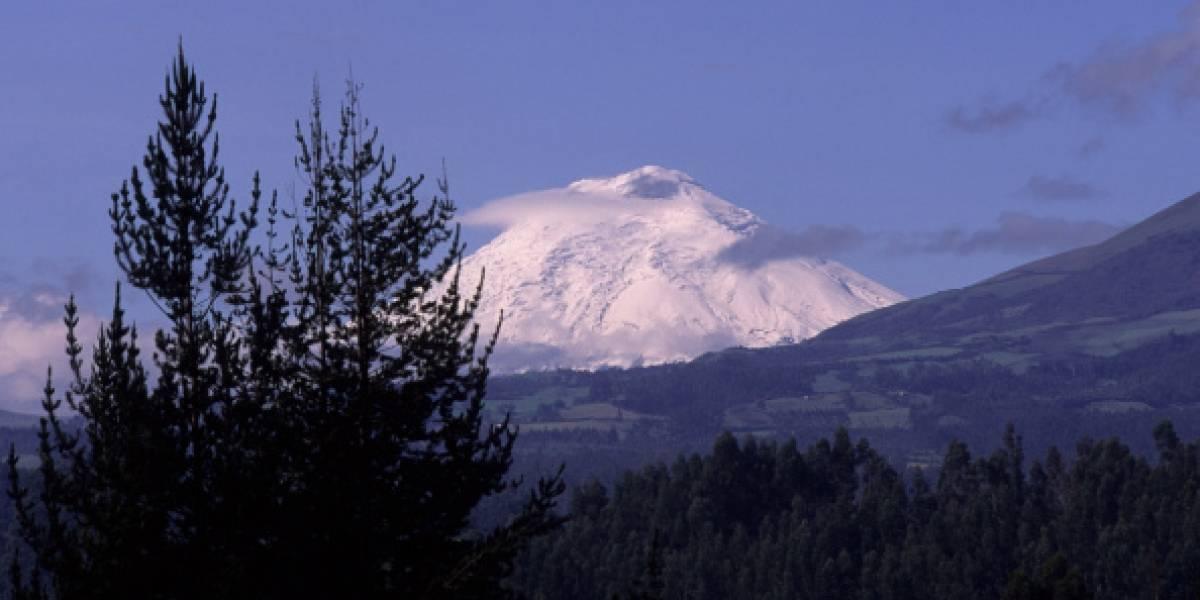 Autorizan ascenso a cumbres con cobertura glaciar de cuatro volcanes de Ecuador