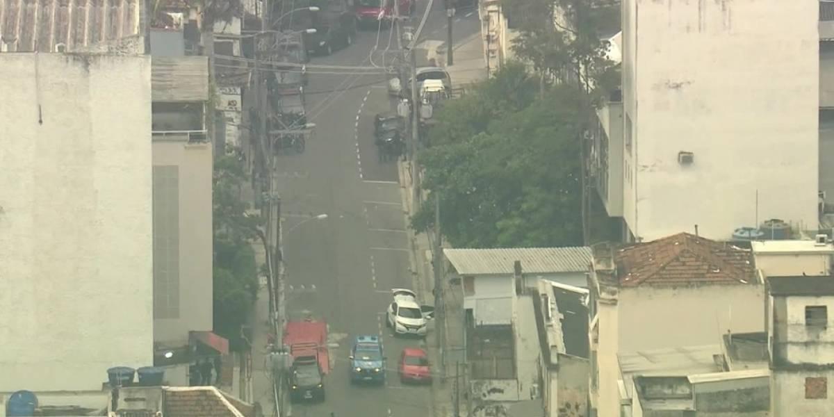 Criminosos fazem família refém em prédio no Rio de Janeiro