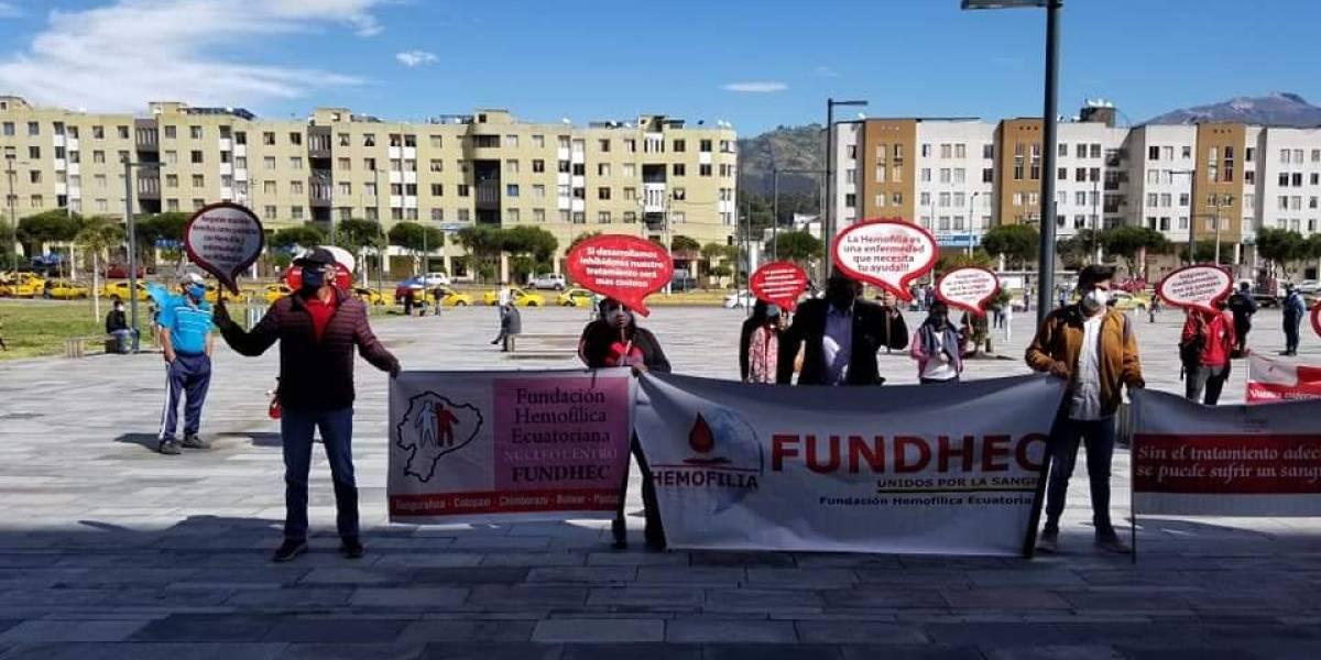 Quito: pacientes con hemofilia realizaron plantón para exigir compra de medicamentos