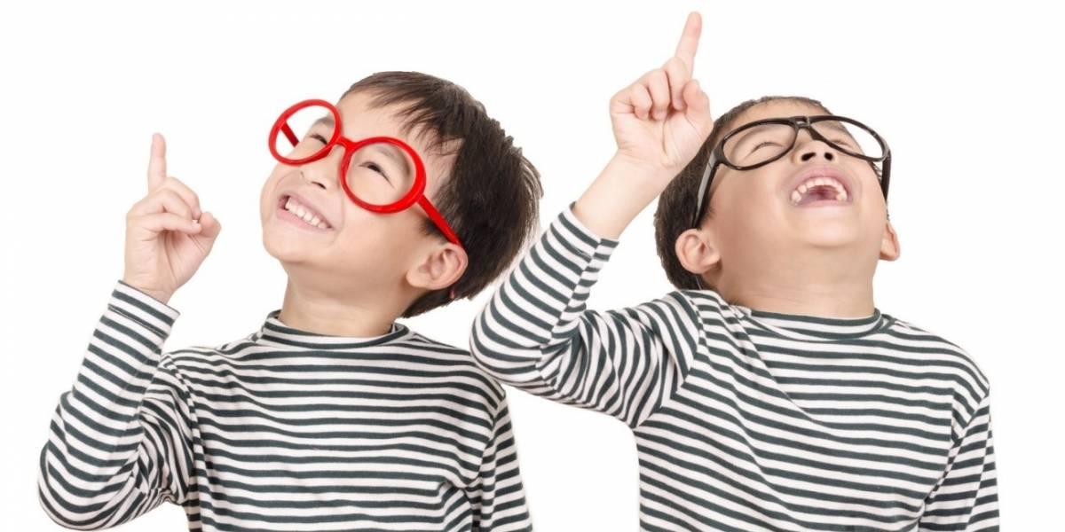 ¿Cómo puedo prevenir los daños en la vista de mis hijos producto de sus clases escolares?