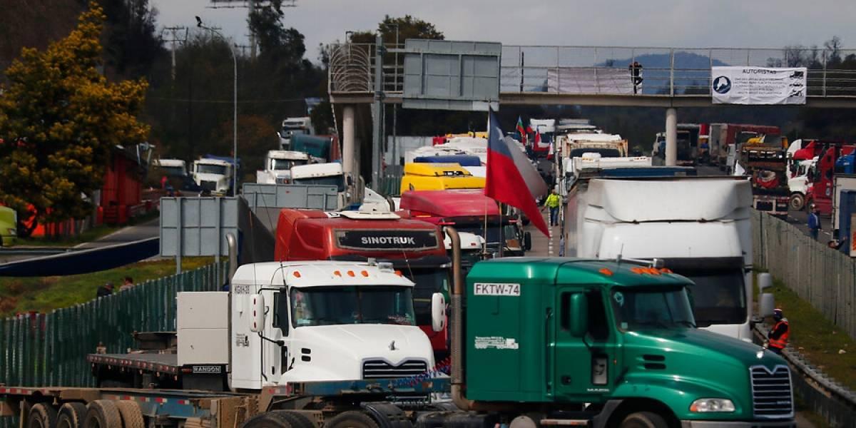 Camioneros y Gobierno llegan a acuerdo: termina paro tras 7 días