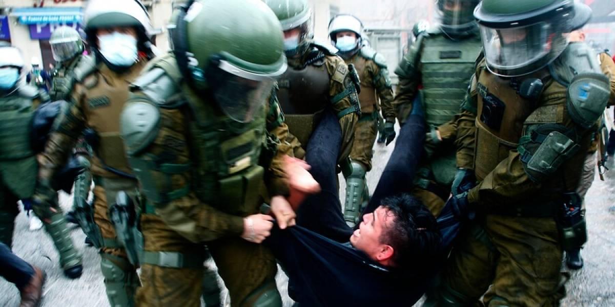 Plaza Italia: Carabineros disuelve manifestaciones por el apruebo y después transitó la caravana del rechazo sin problemas
