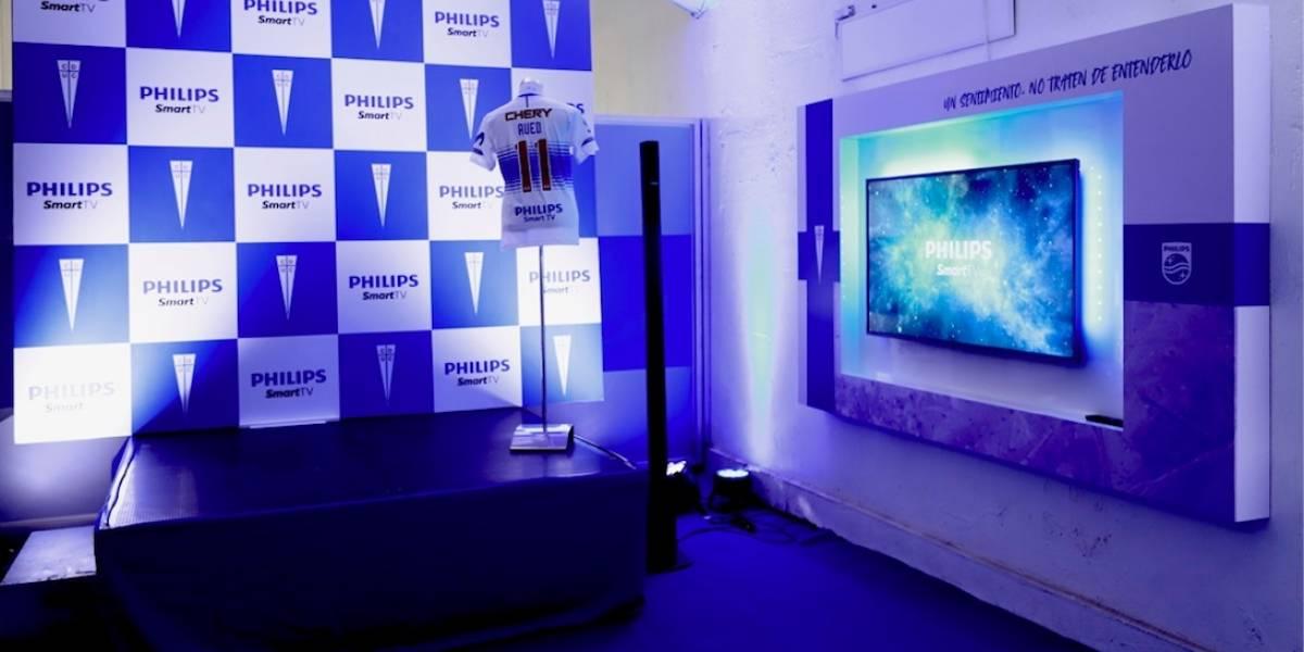 Regreso del fútbol con público en pantallas: conectarán a 100 hinchas para que estén en el partido de la UC