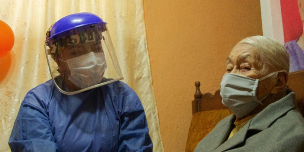 Mujer de 105 años se recupera de la COVID-19 en el cantón de Loja, Paltas