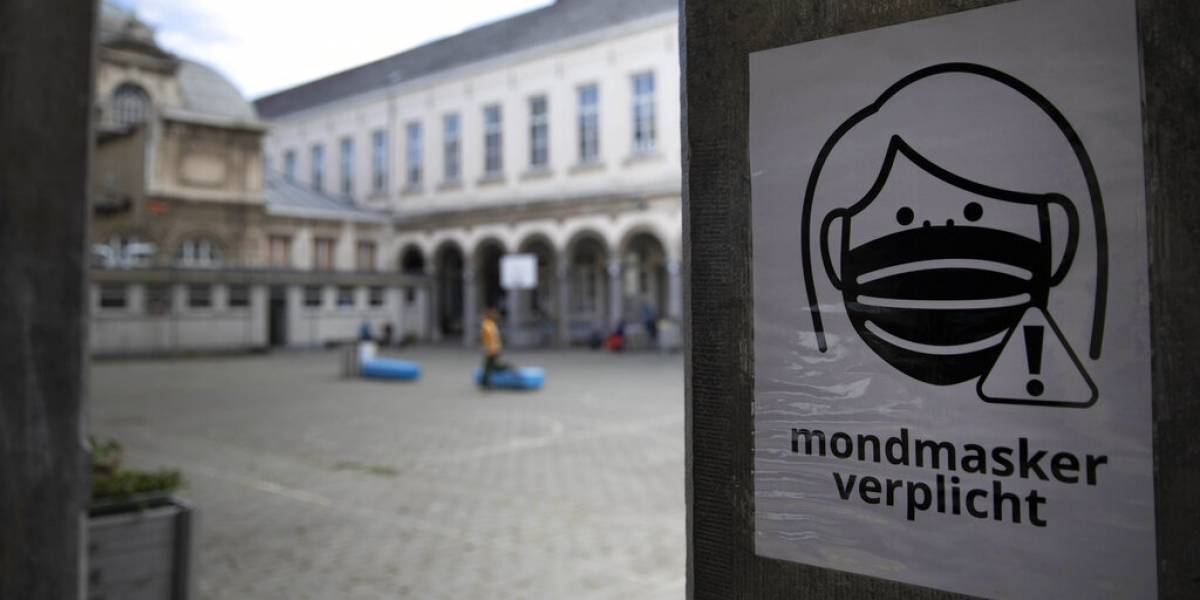 Niños anhelan clases en medio de miedos por COVID en Europa