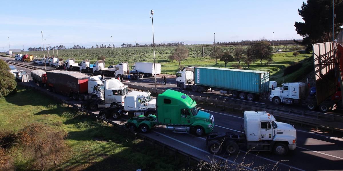 Camionero muere atropellado tras impedir el paso de vehículo de insumos médicos