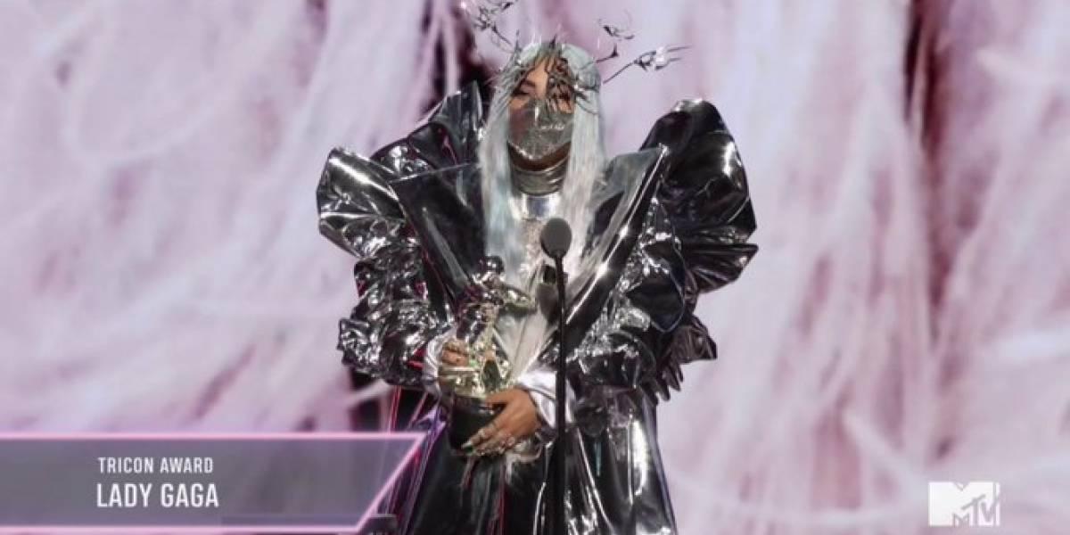 Lady Gaga aparece com diferentes máscaras no VMA 2020 e chama atenção da internet