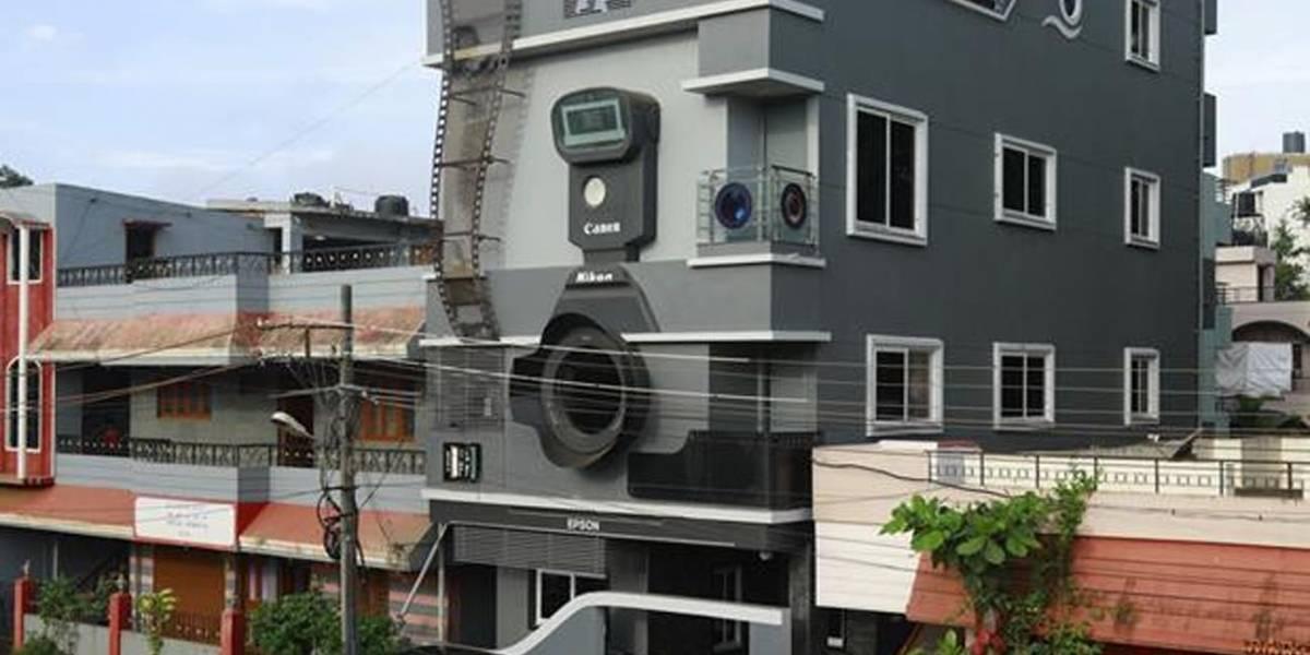 Construiu casa em forma de câmera e batizou os filhos como Canon, Nikon e Epson