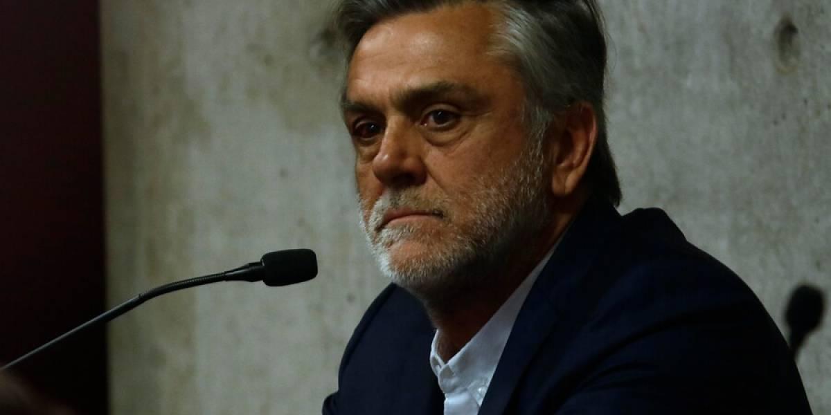 """Pablo Longueira termina entrevista casi a los gritos al hablar del caso SQM: """"No tengo tejado de vidrio ¿te queda claro compadre?"""""""