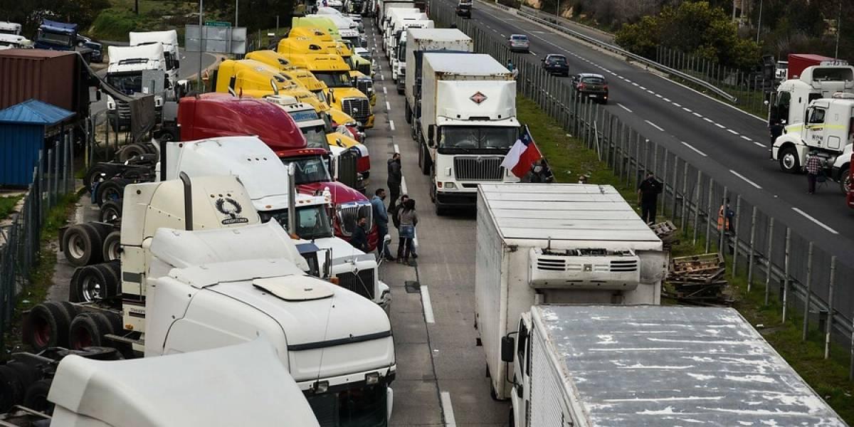 Junaeb informa atrasos en abastecimiento de canastas de alimentación por paro de camioneros
