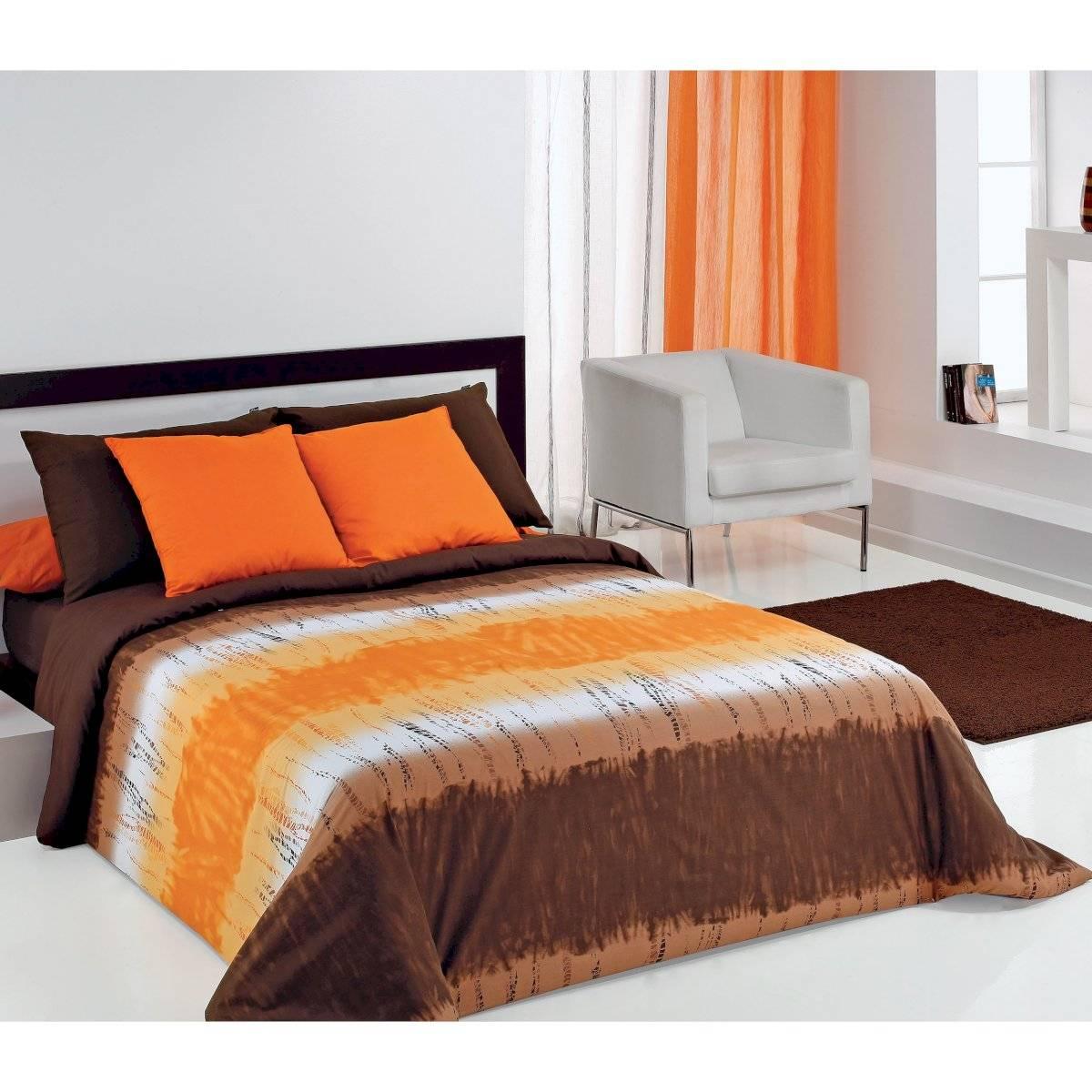 Cojines color naranja en nuestro dormitorio