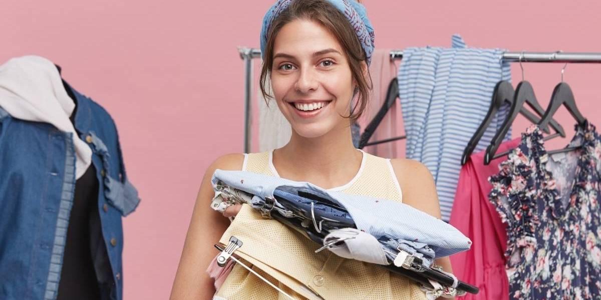 Dicas de como organizar um armário de roupas pequeno