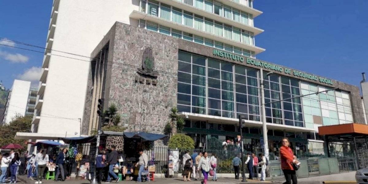 Fiscalía ordena medidas cautelares contra exdirector del IESS por asociación ilícita