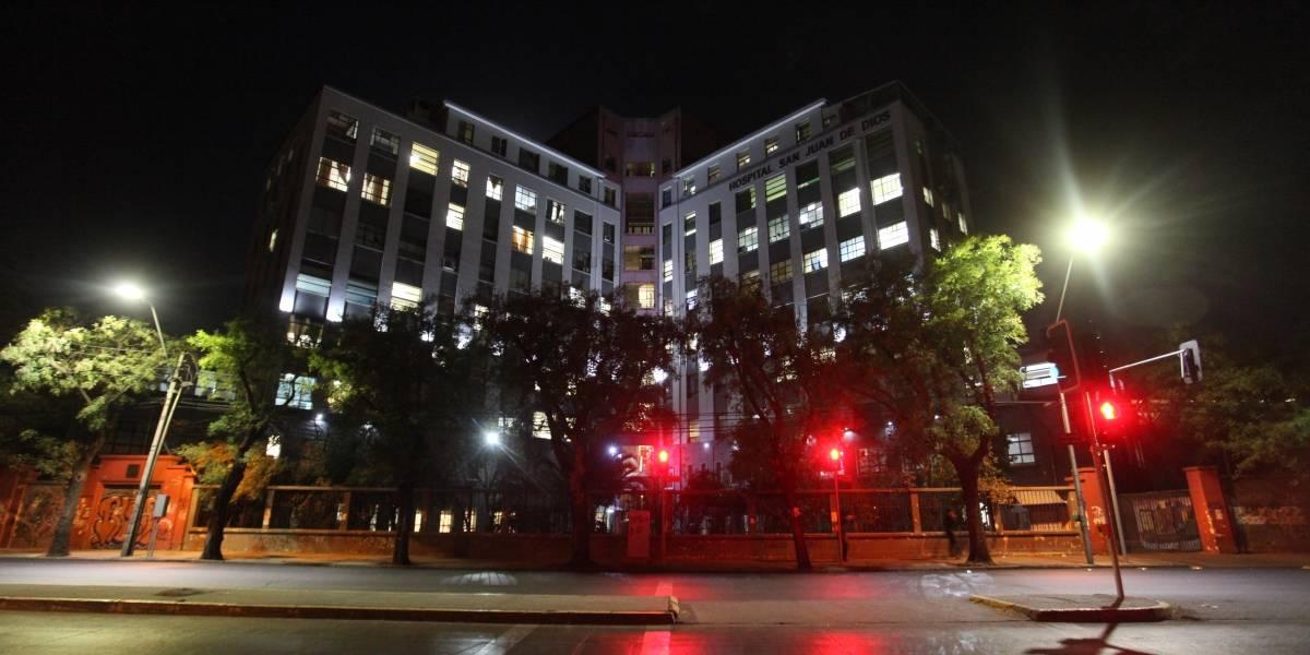 Grave denuncia del Movilh: guardias de hospital habrían golpeado y escupido a mujer trans