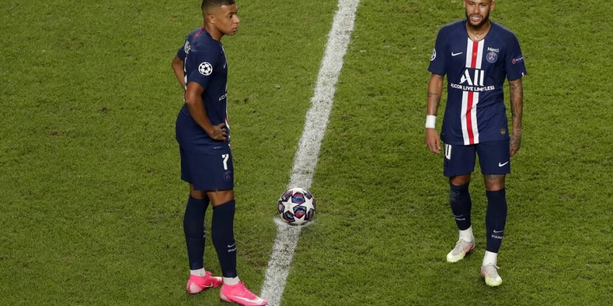 Tres jugadores del París Saint Germain dan positivo a coronavirus