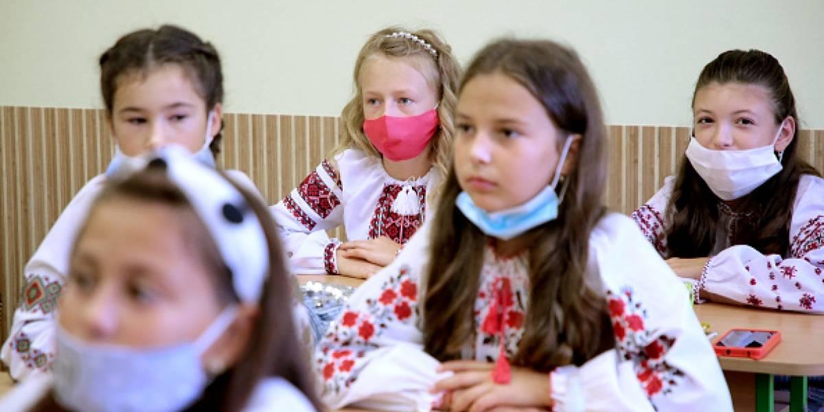 Estudio determina que niños contagian seis veces menos el coronavirus en comparación a los adultos
