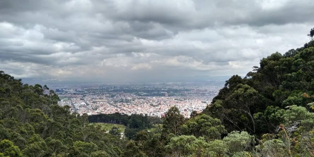 Bomberos desplegaron operativo para buscar a dos personas extraviadas en los cerros orientales de Bogotá