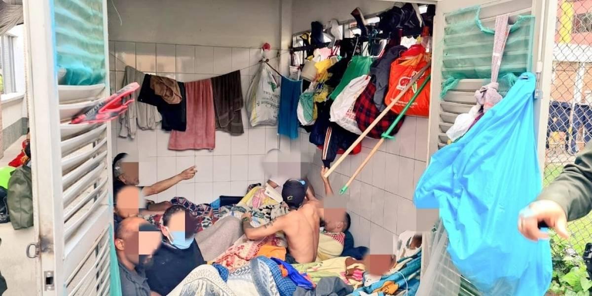 En estaciones de policía de Bogotá estarían dejando detenidos en el shut de basuras