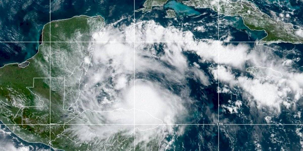 Huracán Nana toca tierra en Belice