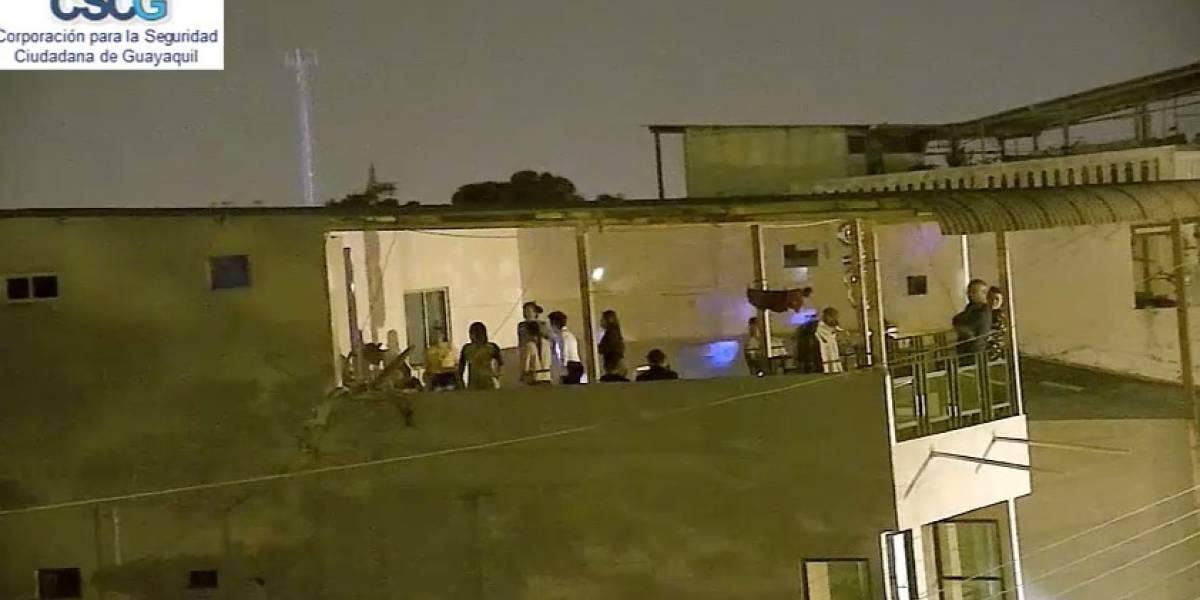 VIDEO: Captan fiesta en terraza de La Alborada y Policía clausura casa