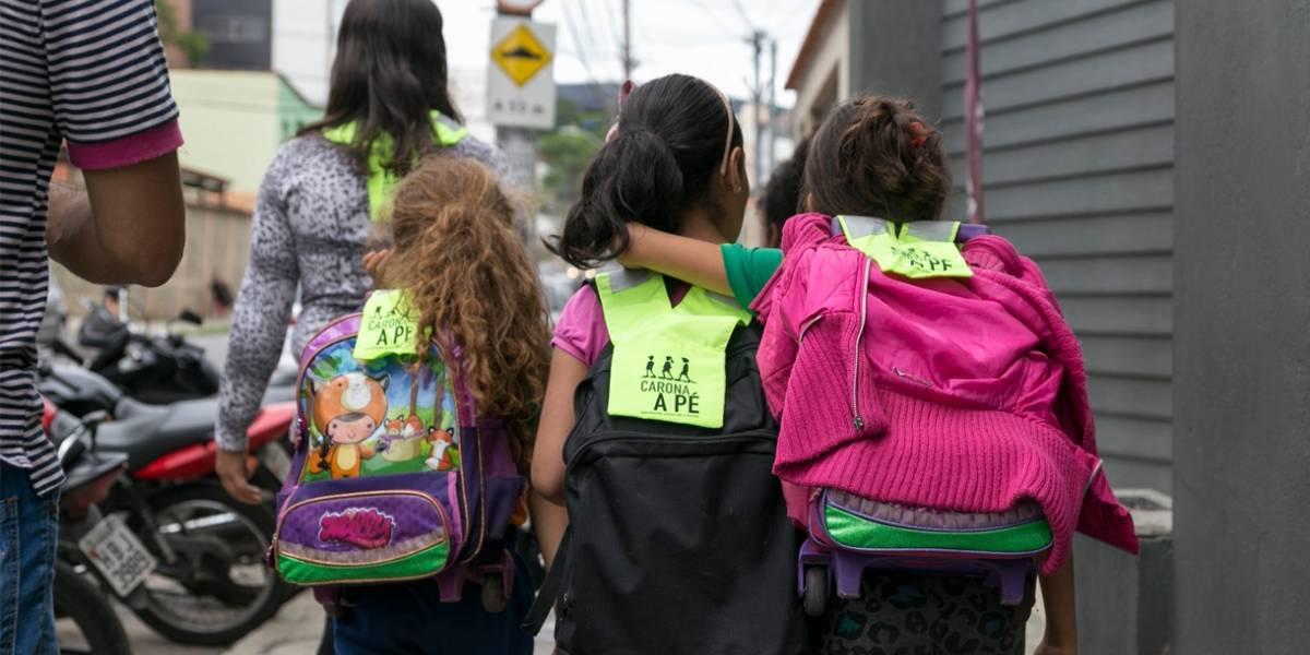 Caminhando juntosatéa escola