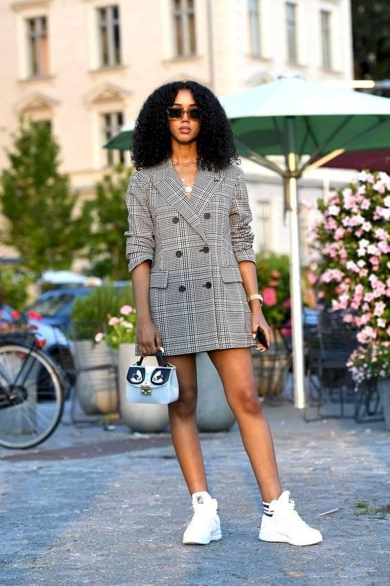 Looks con tenis y vestidos