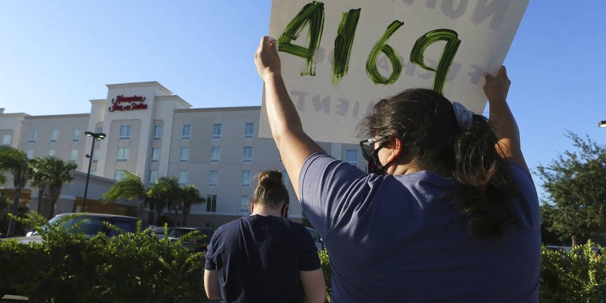 Jueza ordena no detener a niños migrantes en hoteles en Estados Unidos