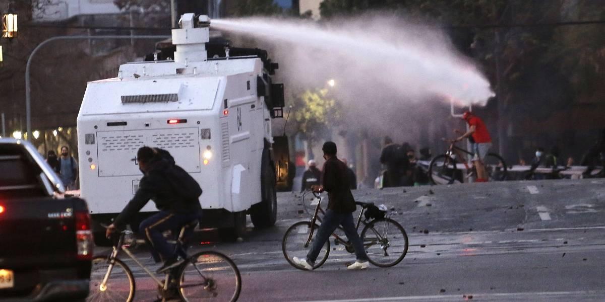 Carabineros informó por lo menos 20 detenidos durante manifestaciones en Plaza Italia