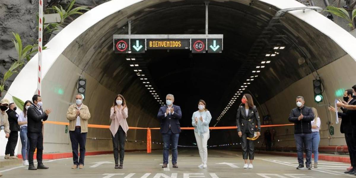 En inauguración, Iván Duque reconoce a Álvaro Uribe por el Túnel de la Línea