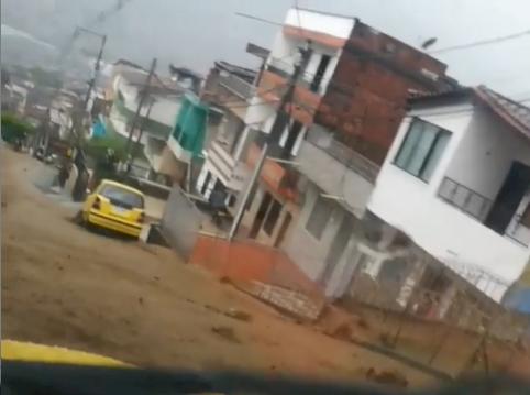 Cerca de 5000 personas están afectadas por las inundaciones generadas por las lluvias en Medellín