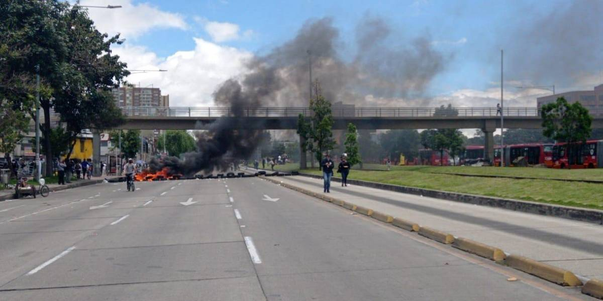 Con quema de llantas, mecánicos protestaron en plena Avenida NQS