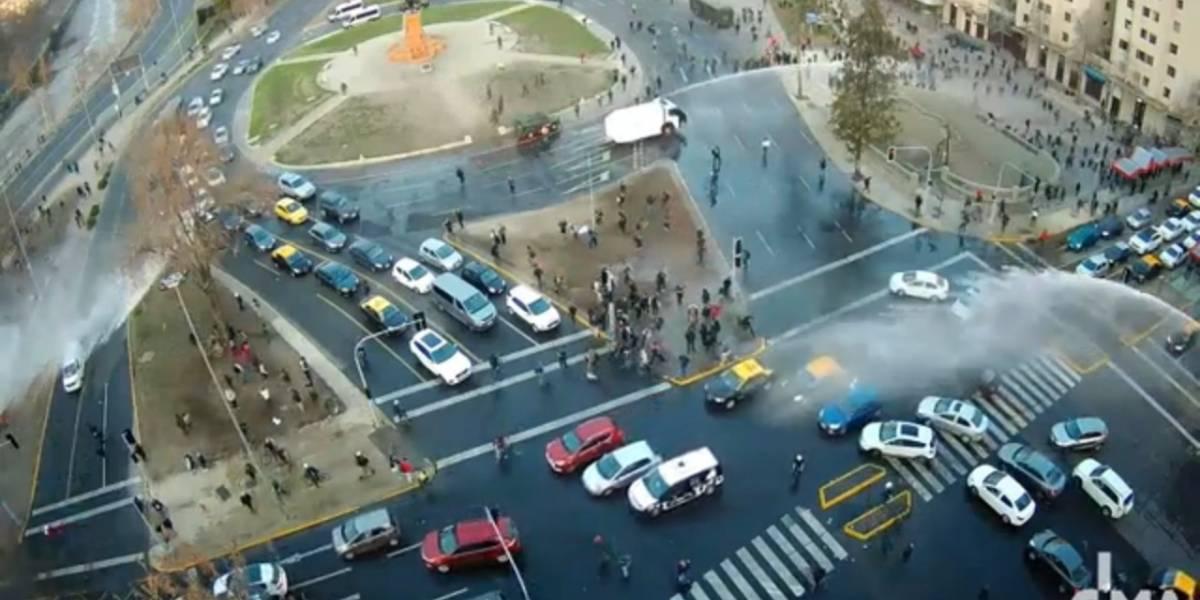 Segundo viernes consecutivo: Carabineros dispersan a manifestantes en Plaza Italia