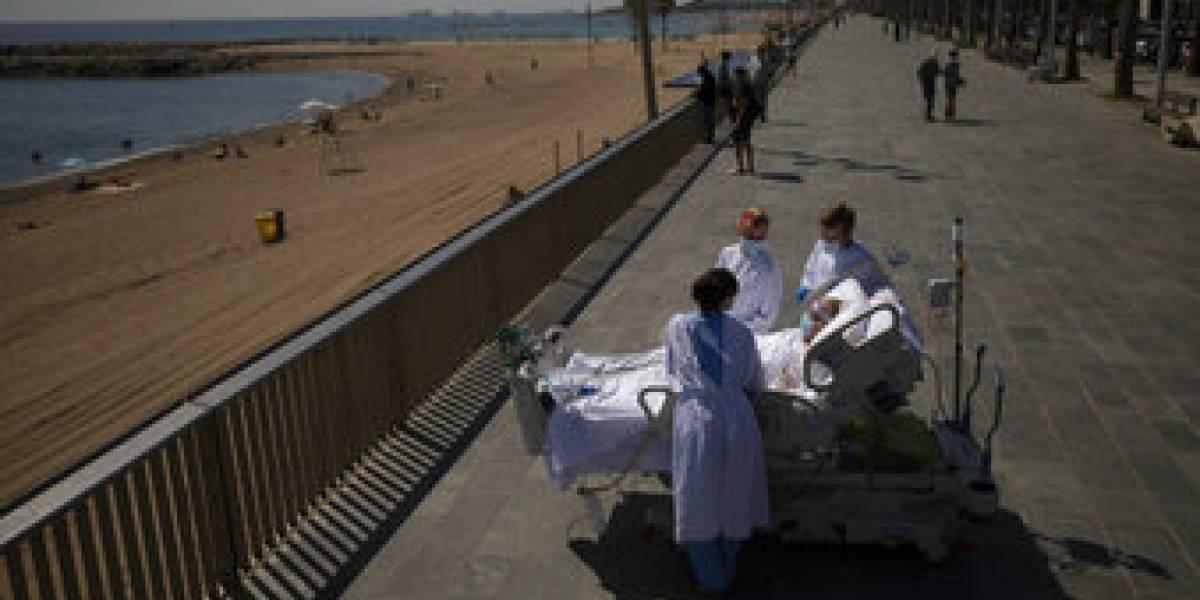 Mar, sol y covid-19: recetan a pacientes de UCI renovar sus pulmones en playa de Barcelona