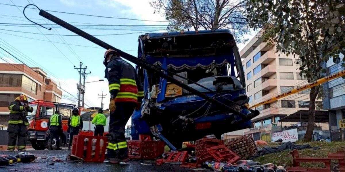 Varios heridos tras accidente de tránsito de bus de pasajeros en Quito