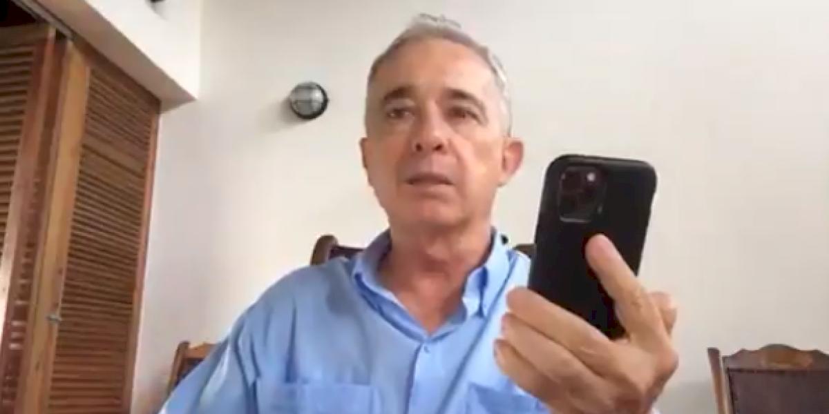 La petición que le hizo Álvaro Uribe Vélez a sus seguidores a través de su cuenta de Twitter