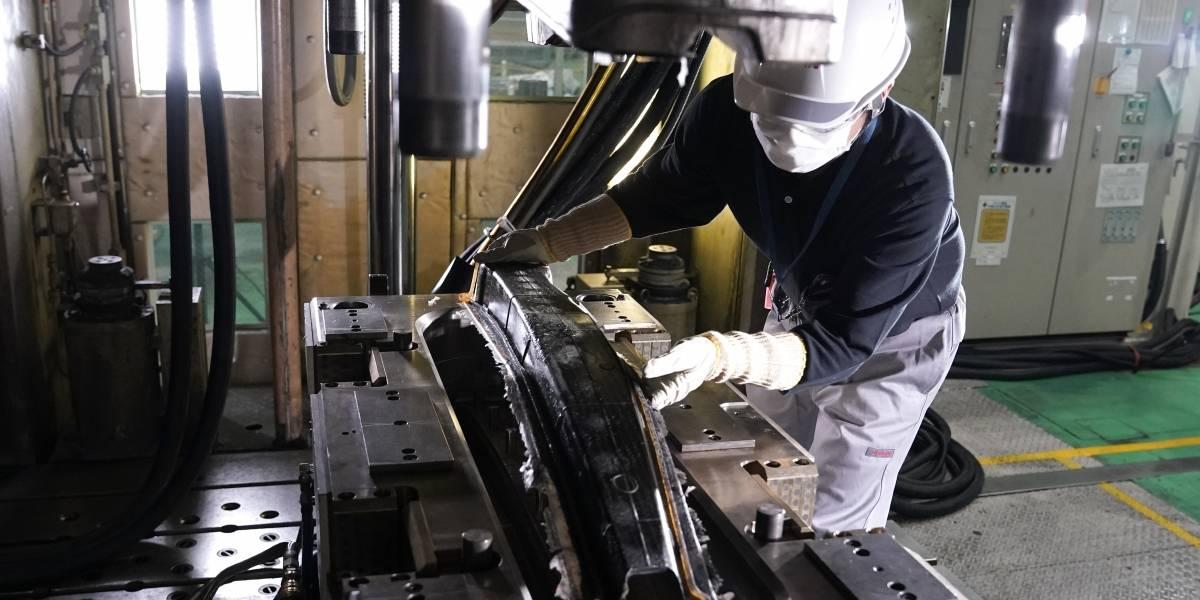 Nissan avanza en producir piezas de fibra de carbono para los modelos de producción