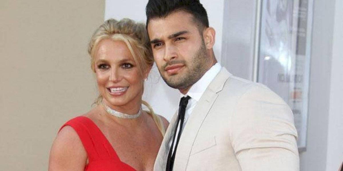 Novio de Britney Spears defiende sus publicaciones en Instagram