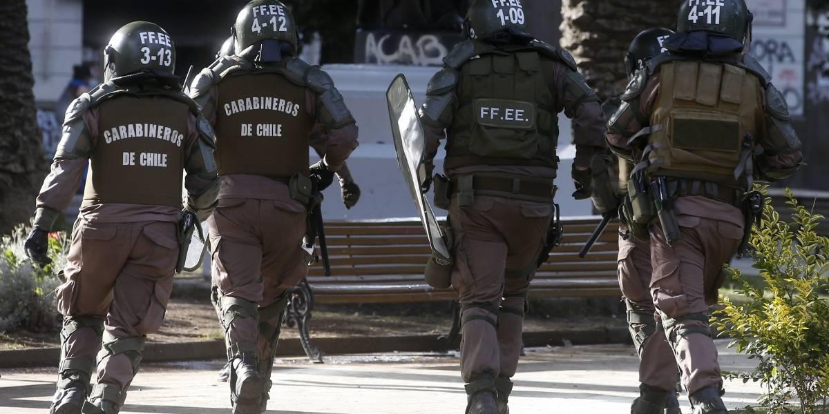 Ataque a comisaría en Puente Alto: cerca de cien manifestantes lanzaron objetos contundentes e incendiarios
