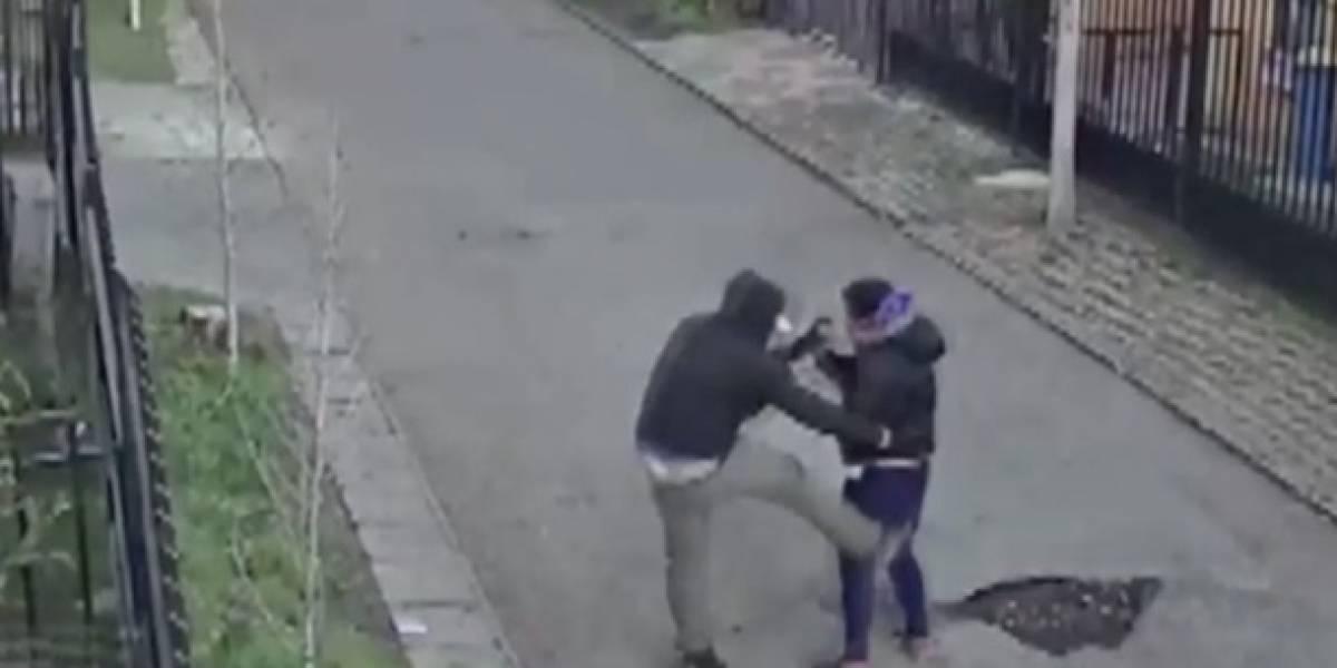 La violenta golpiza que hombre le dio a mujer en pleno pasaje en La Florida