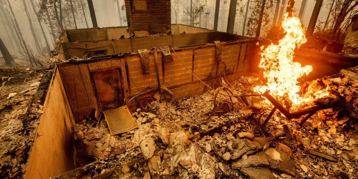 Cada vez ocurren más rescates aéreos por los incendios forestales en California